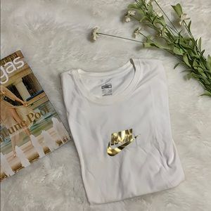 Nike run white and gold fit dry tee size M